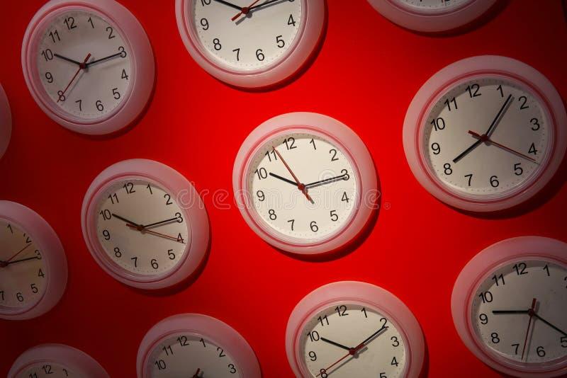 Uhren aus Synchronisierung heraus lizenzfreies stockfoto