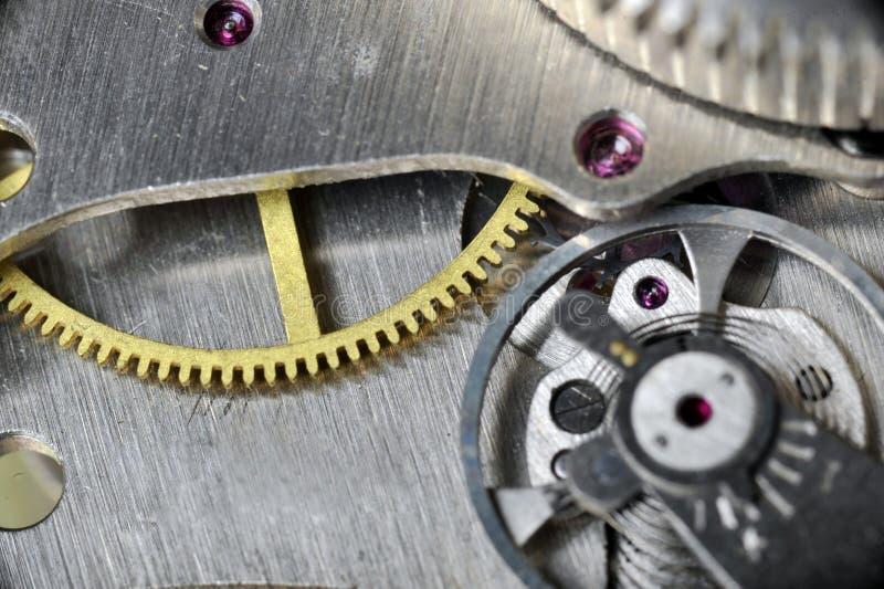 Uhrgänge schließen oben lizenzfreie stockbilder