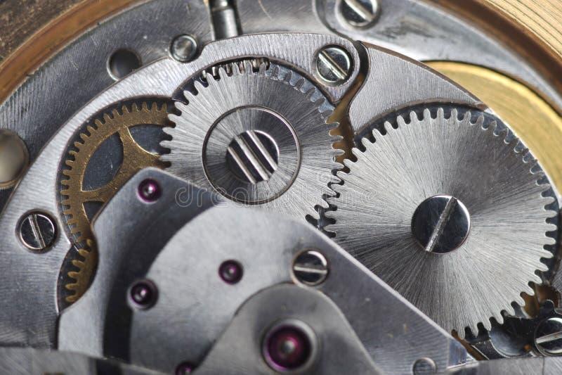 Uhrgänge schließen oben lizenzfreies stockbild