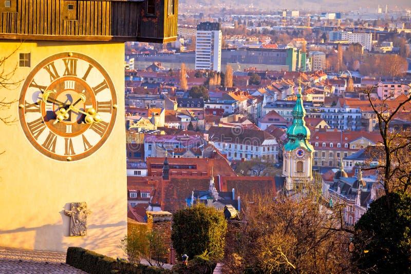 Uhrturm Граца и взгляд городского пейзажа сверху стоковое изображение rf