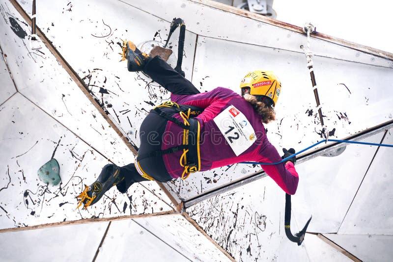 UIAA-is som klättrar världscupen 2014 royaltyfri foto