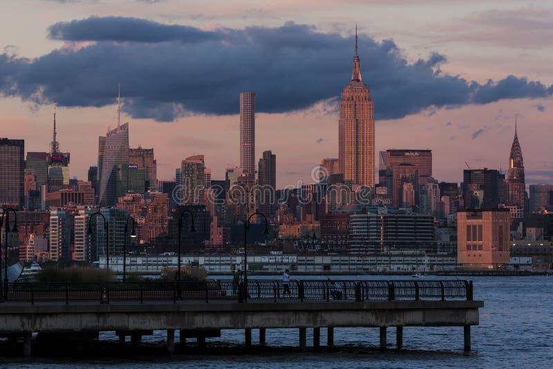 Uit het stadscentrum Manhattan bij zonsopgang royalty-vrije stock afbeelding
