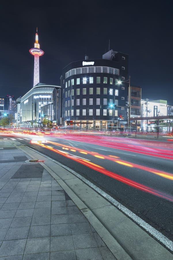Uit het stadscentrum van de stad van Kyoto, Japan bij nacht stock afbeeldingen