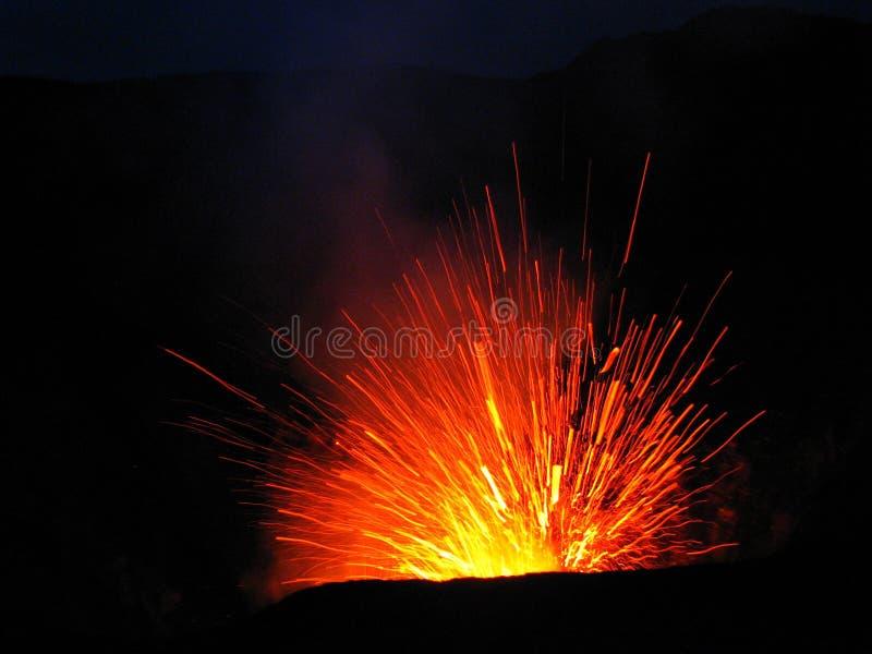 Uitbarsting bij vulkaanMT Yasur, Vanuatu stock foto's