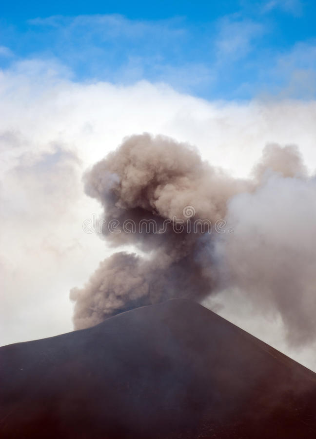 Uitbarsting van Onderstel Yasur royalty-vrije stock foto's