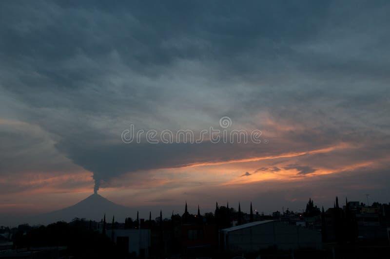 Uitbarsting van Popocatepetl stock foto