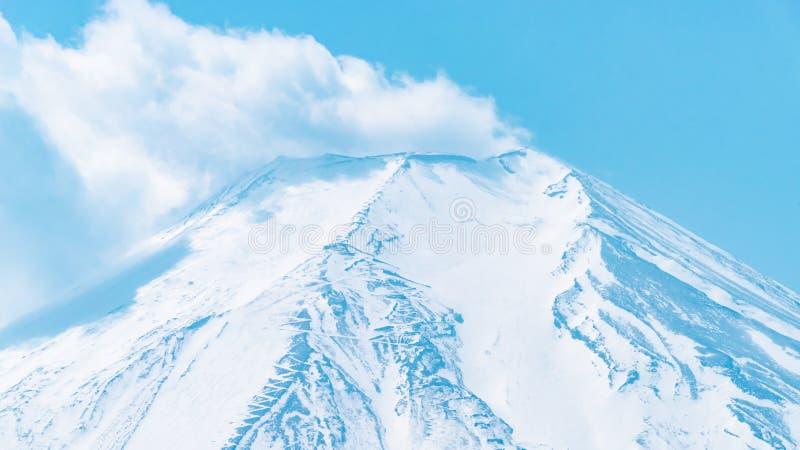 Uitbarstingswolk van de bovenkant van Onderstelfuji van Oshino Hakkai Villgage stock foto's