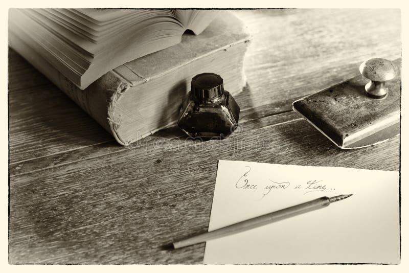 """Uitdrukkings""""once op een time† en stationair Toegevoegd korrellawaai Verwerkte post Voor anderen in deze reeks, zie onze por stock afbeeldingen"""