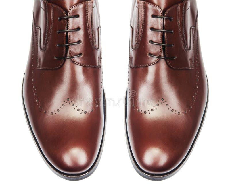 Uiteinde van mannelijke die schoenen op wit wordt geïsoleerd stock foto