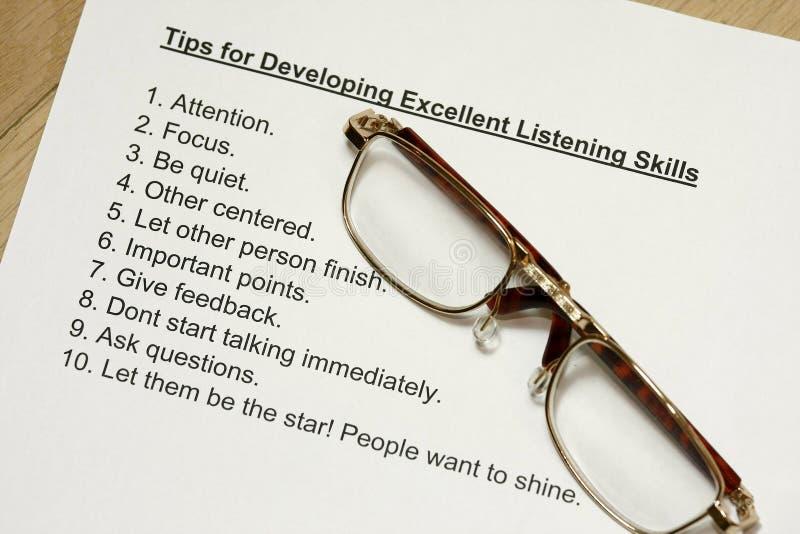 Uiteinden voor het ontwikkelen van uitstekende het luisteren vaardigheden royalty-vrije stock foto
