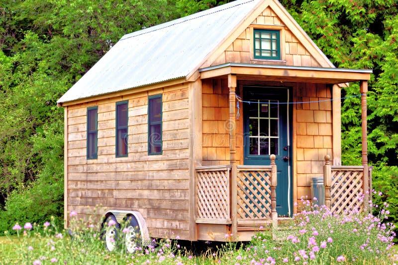 Uiterst klein huis stock foto