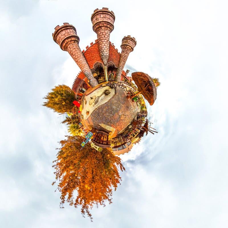 Uiterst kleine planeet met kasteel en bomen van fantasie de het oude kinderen ` s Oranje Kleur Autemn stock afbeelding
