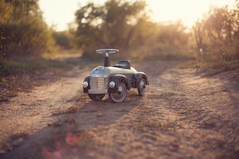 Uiterst kleine ruiterstuk speelgoed auto royalty-vrije stock afbeelding