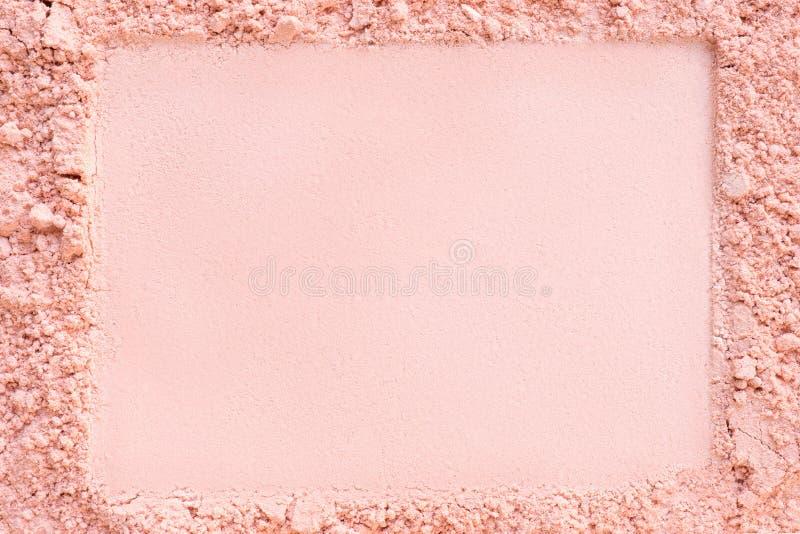 Uitgedreven horizontaal kader in een stichtings kosmetisch poeder royalty-vrije stock foto