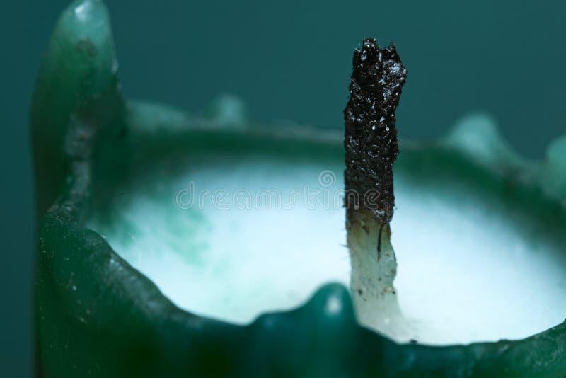 Uitgestorven wiek van een groene paraffinekaars royalty-vrije stock foto
