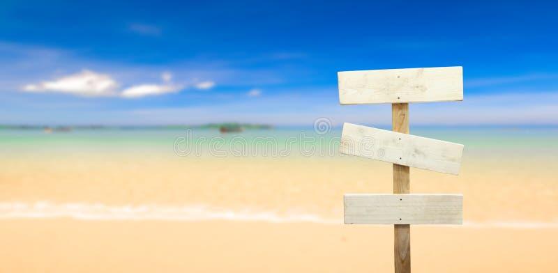 Uithangbord bij het strand stock afbeelding