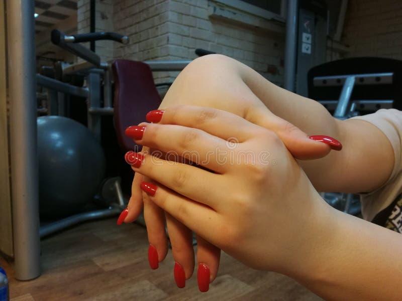 Download Uitrekkende Voorarmvingers En Handen Stock Afbeelding - Afbeelding bestaande uit lichaam, vinger: 114228235