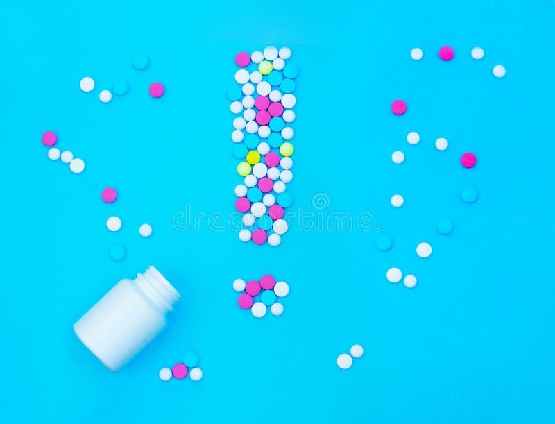 Uitroepteken van pillen stock afbeelding