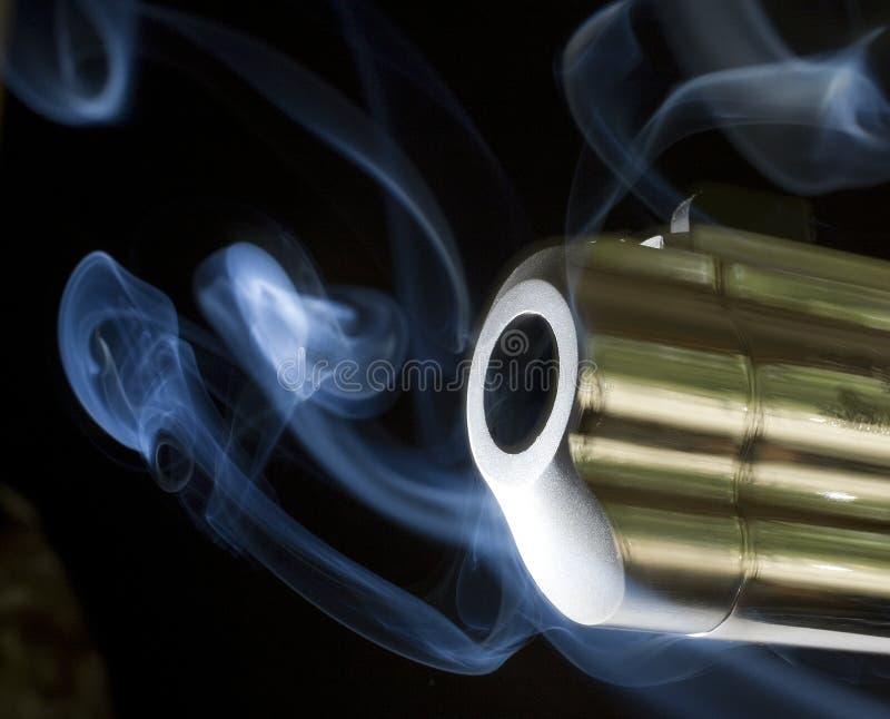 Uitspuwende rook stock fotografie