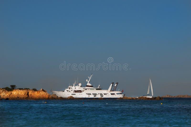 Uitstekend advertentie groot jacht in Sardinige royalty-vrije stock fotografie