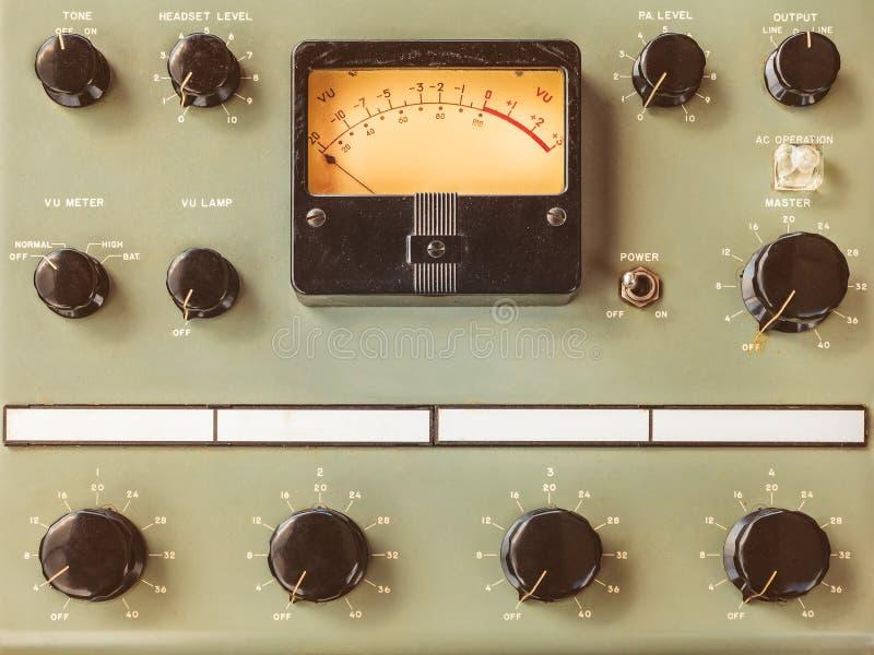 Uitstekend controlebord met voltmeter royalty-vrije stock fotografie