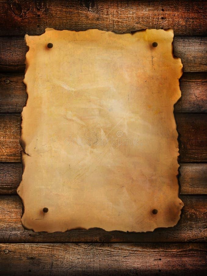 Uitstekend document op verontrust hout royalty-vrije stock foto