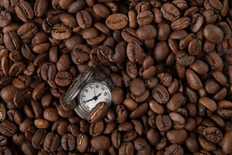 Uitstekend horloge met koffie stock foto