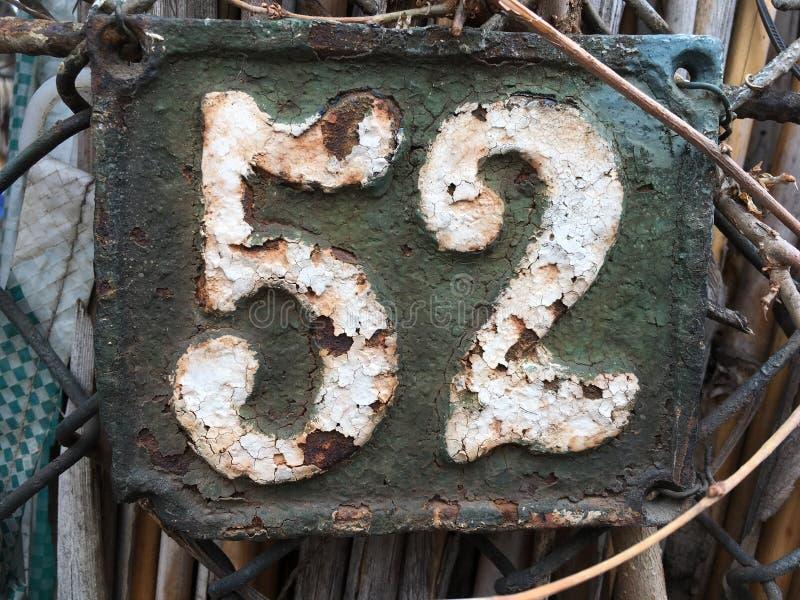 Uitstekend huisnummer 52 stock foto's