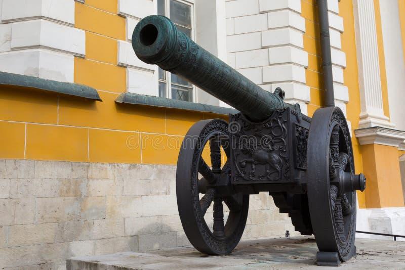 Download Uitstekend kanon stock foto. Afbeelding bestaande uit bescherming - 39101100