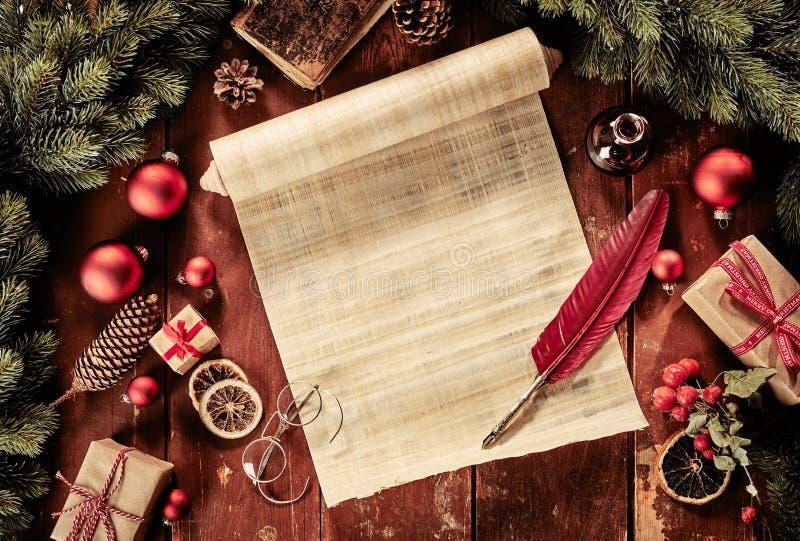 Uitstekend Kerstmisstilleven met rol en schacht royalty-vrije stock afbeeldingen