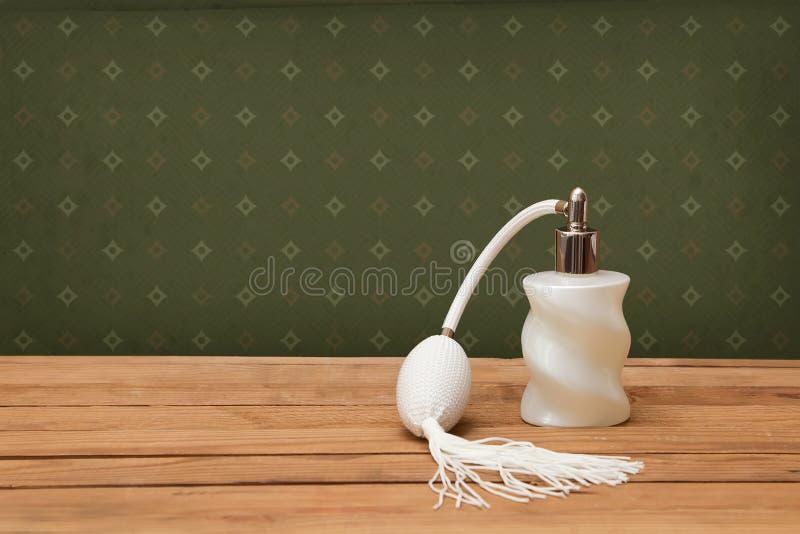 Uitstekend-kijkend parfumfles royalty-vrije stock foto