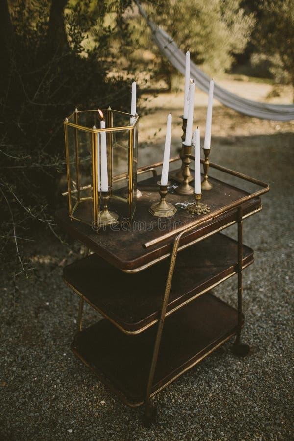 Uitstekend messing en gouden kaarsen stock afbeelding
