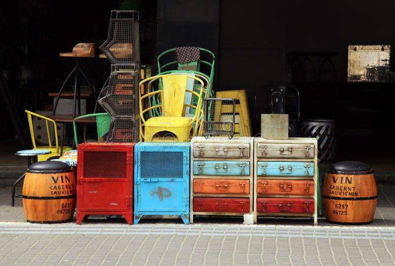 Uitstekend meubilair en ander personeel bij Jaffa-vlooienmarktdistrict stock fotografie