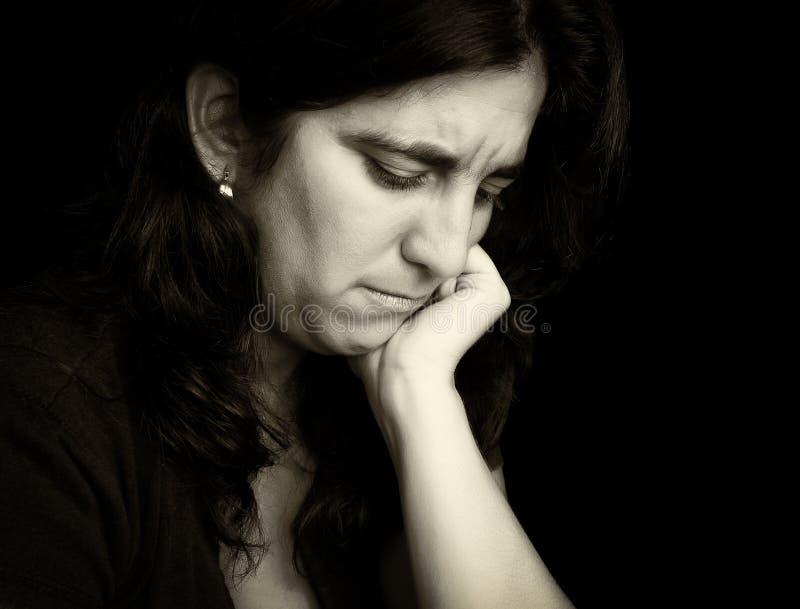 Uitstekend monochromatisch portret van een droevige vrouw royalty-vrije stock afbeeldingen