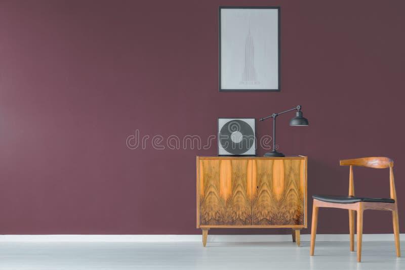 Uitstekend ontwerp en purpere muur stock afbeelding