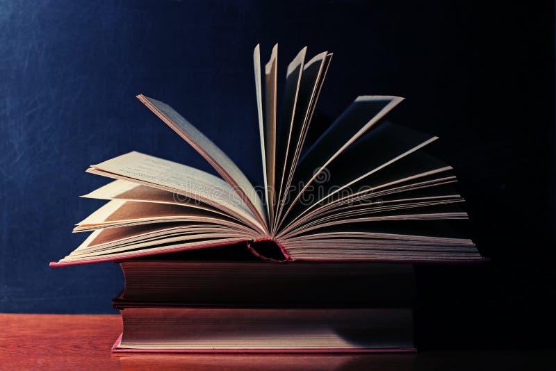 Uitstekend open boek stock foto's