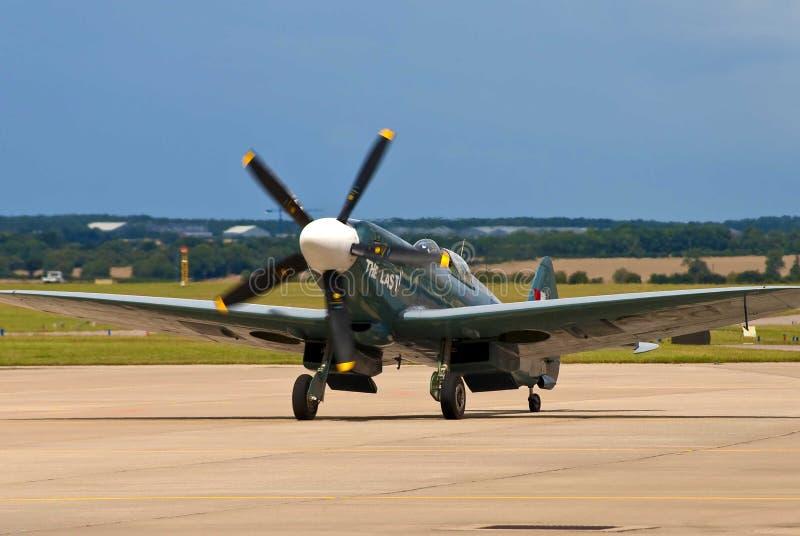 Uitstekend propellervliegtuig stock afbeelding