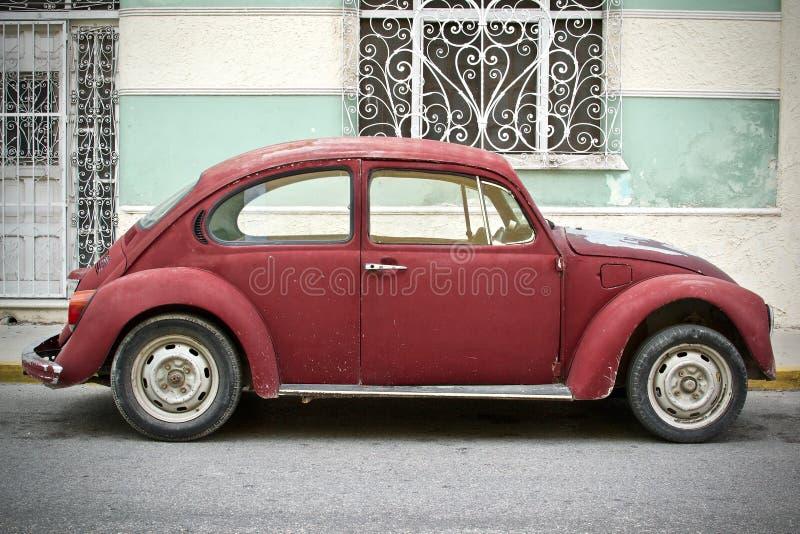 Uitstekend Rood Volkswagen Beetle-Profiel stock afbeelding