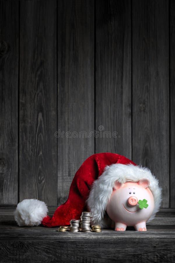 Uitstekend Spaarvarken met Santa Claus-hoed royalty-vrije stock fotografie