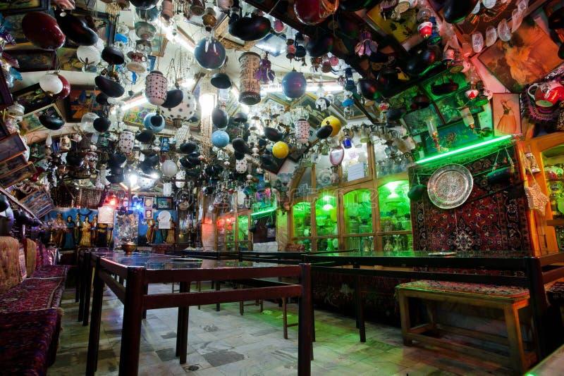 Uitstekend stijl binnenlands ontwerp in traditioneel Perzisch restaurant royalty-vrije stock fotografie