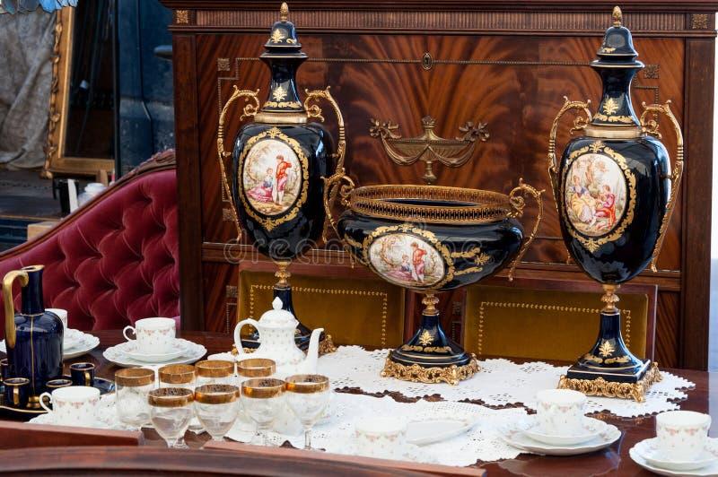 Uitstekende voorwerpen bij antieke markt royalty-vrije stock fotografie