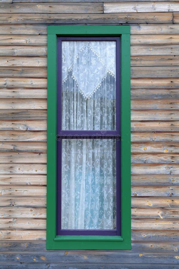Uitstekend venster met gordijnen stock fotografie