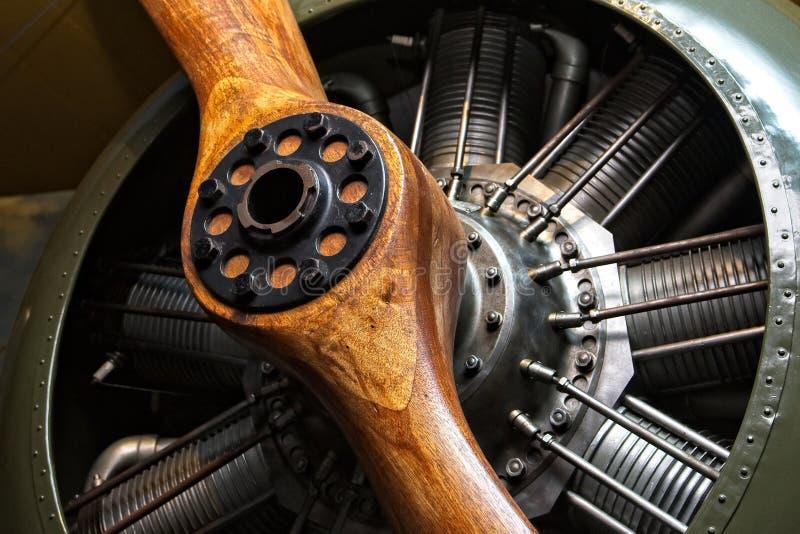 Uitstekend vliegtuig - motor en houten propeller royalty-vrije stock foto