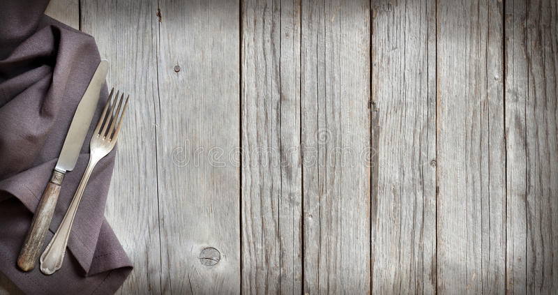 Uitstekend vork en mes op hout royalty-vrije stock foto's