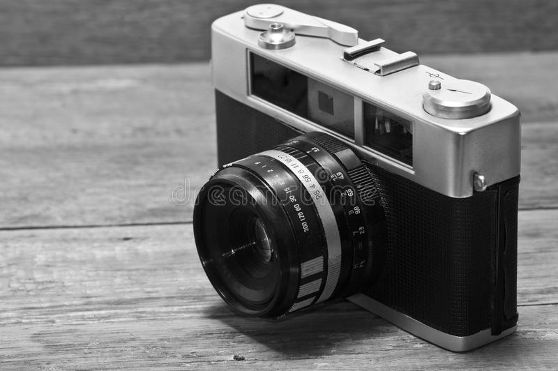 Uitstekende afstandsmetercamera die over wit wordt geïsoleerdn stock afbeelding