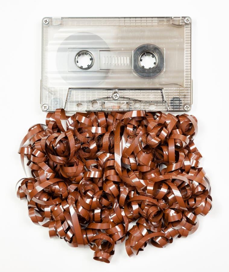 Uitstekende audiocassette met geknoeide omhoog audioband stock fotografie