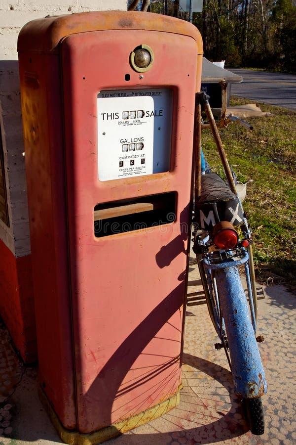 Uitstekende Benzinepomp stock afbeelding