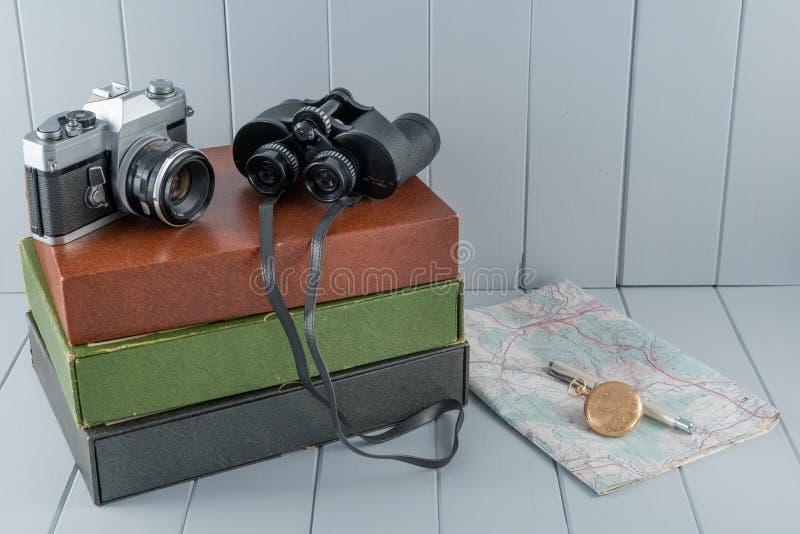 Uitstekende Camera en Verrekijkersstilleven royalty-vrije stock foto