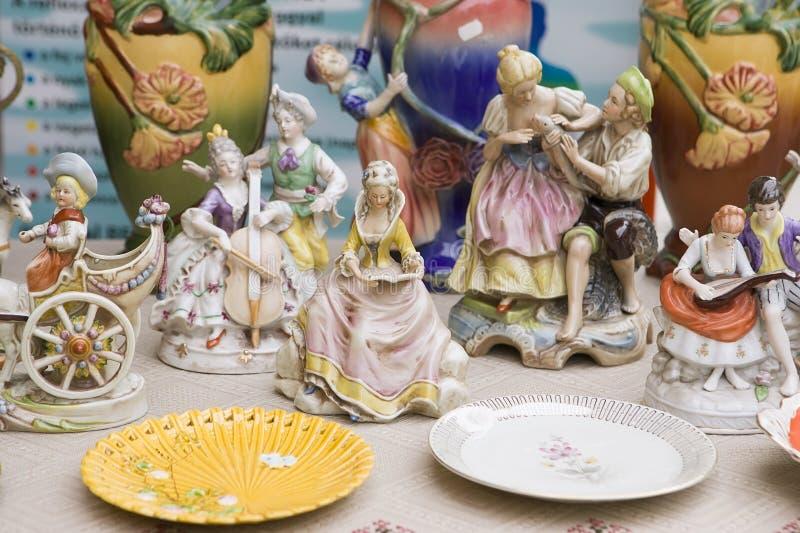 Uitstekende Ceramische Beeldjes van Mensen, in openlucht royalty-vrije stock foto