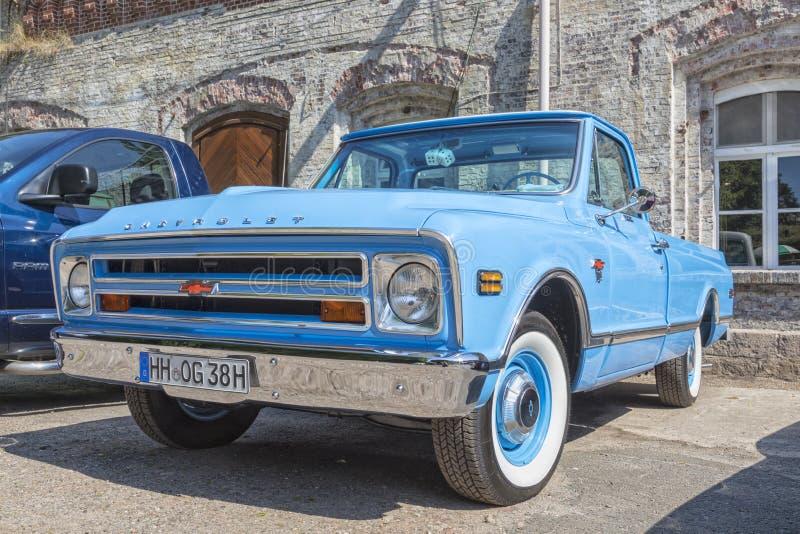Uitstekende Chevrolet-bestelwagen royalty-vrije stock afbeelding